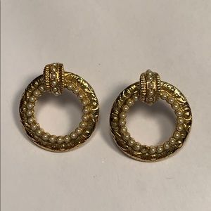 ▪️Just Listed▪️ Vintage Gold Pearly Earrings